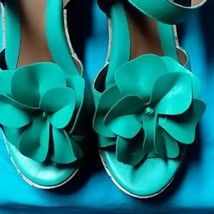 Jaclyn Smith Shoes - NEW WITH TAGS...GREEN BEAUTIFUL SANDALS